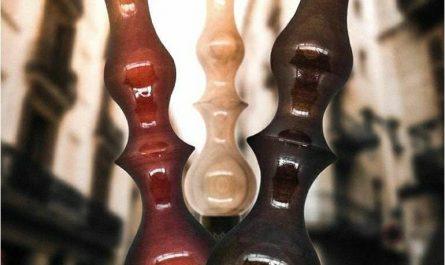 Regal Hookah en sus tres principales colores: rojo, blanco y marrón.